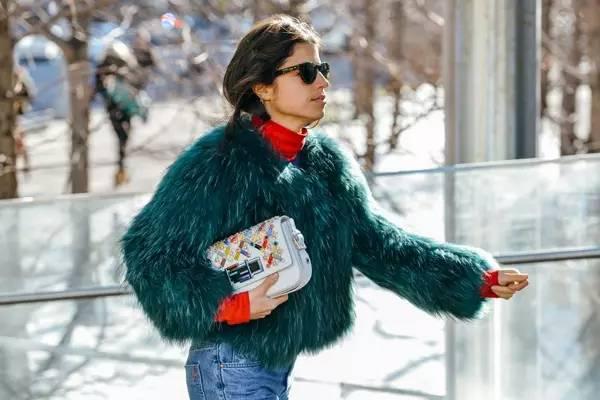 穿衣服 你該懂一點配色法則(比買一柜子新衣服都有用)