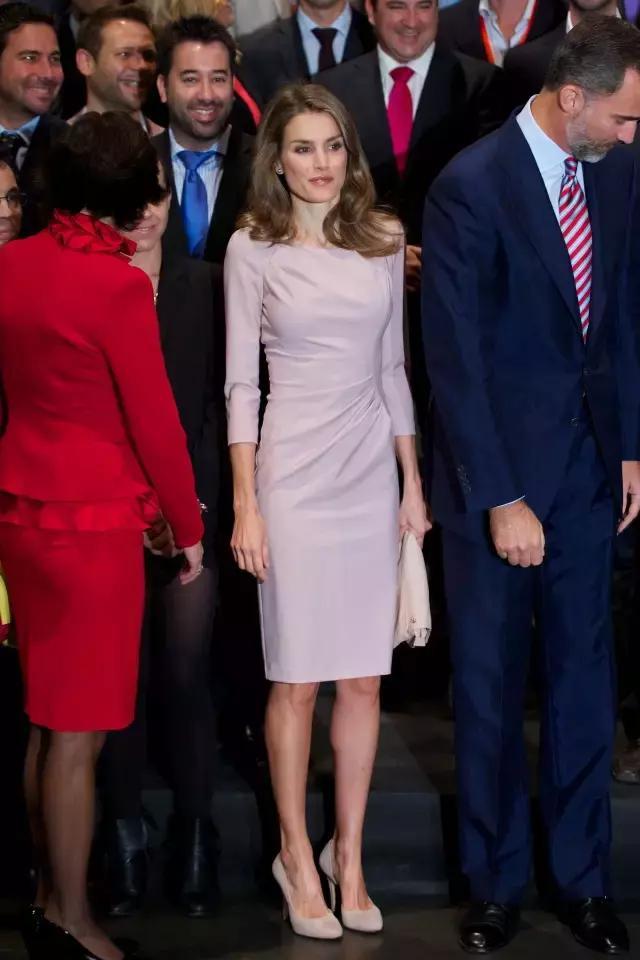 西班牙王后告訴你,熟女時髦起來更有魅力