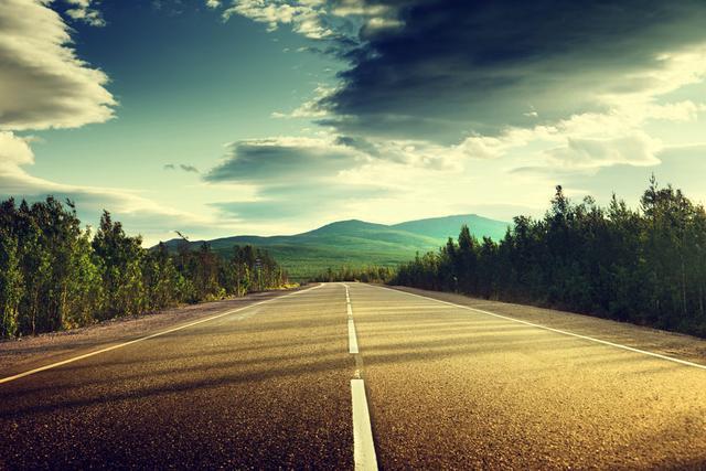 人生就像坐火車,愛情停停走走,朋友去去留留
