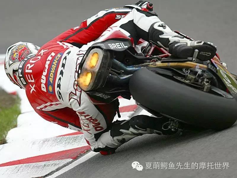 摩托車改完排氣之後回油放炮冒火是正常的麼?
