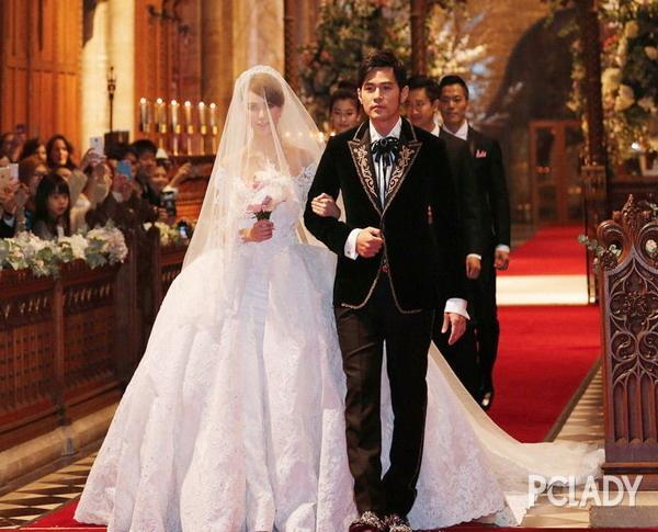 如今看婚紗就知道你在時尚圈混得咋樣!