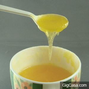 太傻眼了!早餐店老闆烤吐司之前抹的「黃色又透明的醬」居然不是美乃滋也不是奶油!
