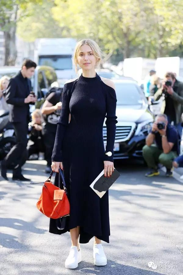美課穿搭|時尚又舒適!黑裙+球鞋的搭配技巧~~!