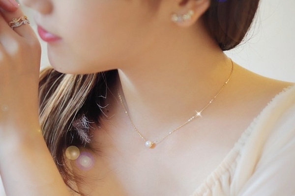 哪些款式的珍珠項鍊適合20歲左右的女孩子佩戴?