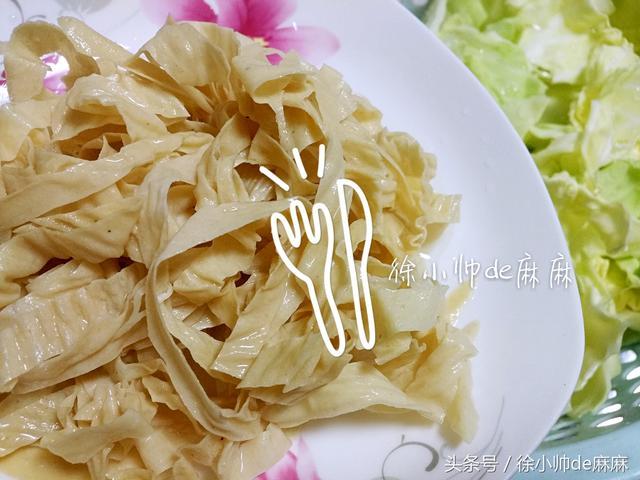 女人要多吃這個菜,這樣簡單炒好吃,常吃減少雀斑、緩解老年斑!