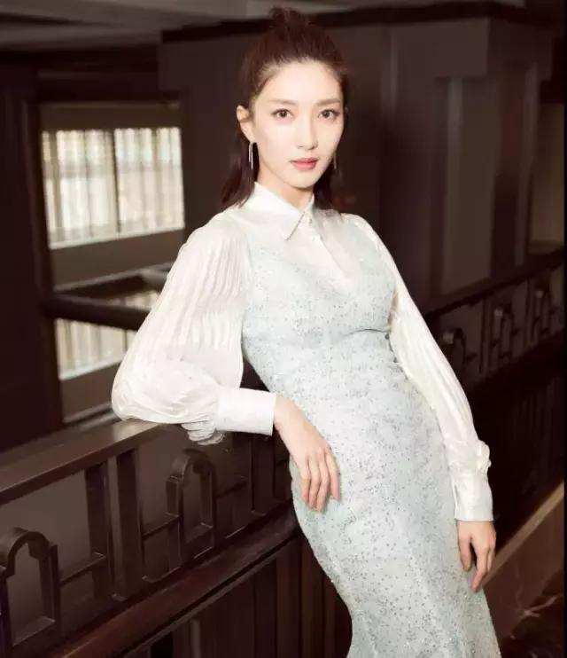 春天就穿襯衫+裙子,時髦又有女人味!