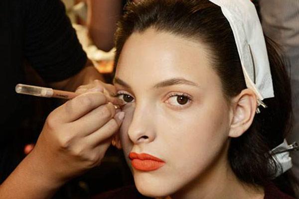 學化妝:根據膚色類型選擇眼影顏色,妝容會更精緻