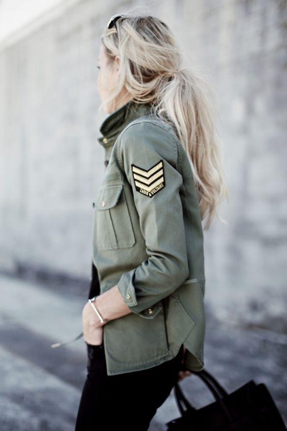 今年春天絕對值得輪搭的軍綠襯衫您會怎樣穿出時尚風格呢?