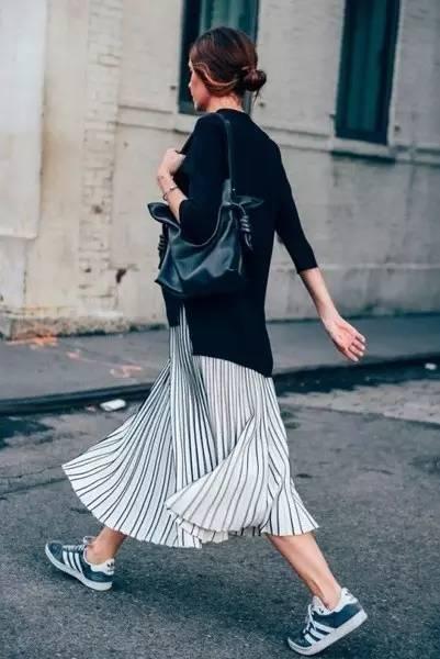 無論什麼裙子,+ 運動鞋,必潮!