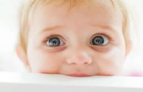 寶寶的眼睛像誰? 怎麼養才能讓寶寶的眼睛更明亮?