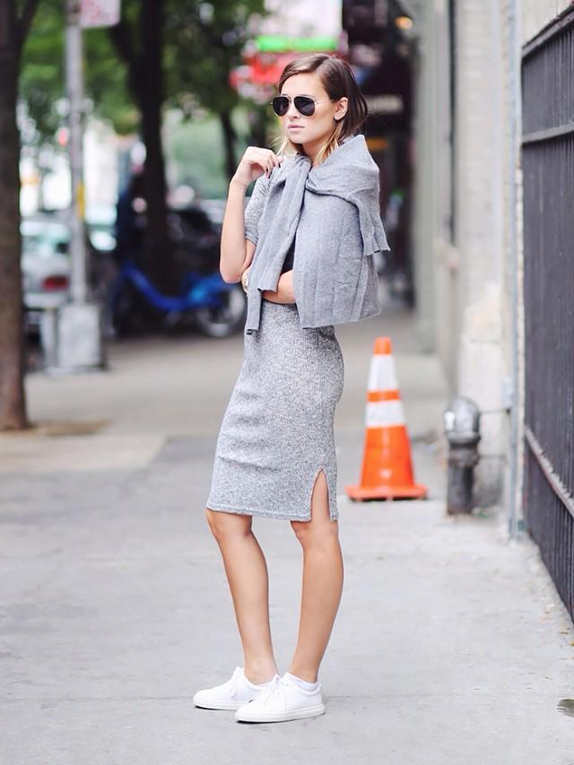 初秋怎麼穿才時髦,把毛衣綁在身上吧!