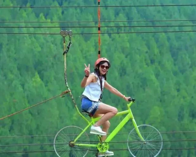 印尼50歲的女主持人走紅,健身讓她逆時光生長,好身材激勵網友