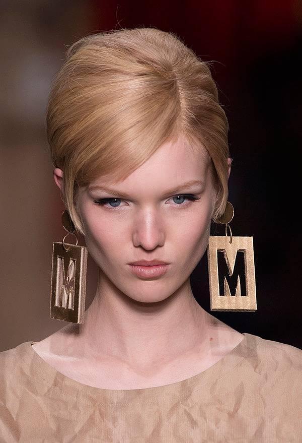 超優雅! 如何用香奈兒產品畫出超級復古的紅唇妝容?