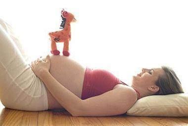 胎兒在媽媽肚子都在幹嘛? 寶寶很忙,做的事情真讓人驚奇!