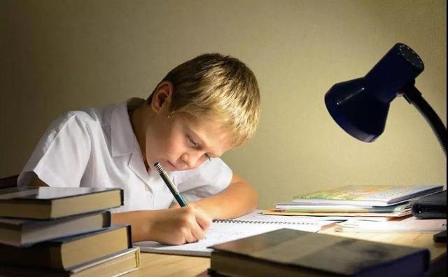 孩子磨蹭,不想寫寒假作業?就用這5招!