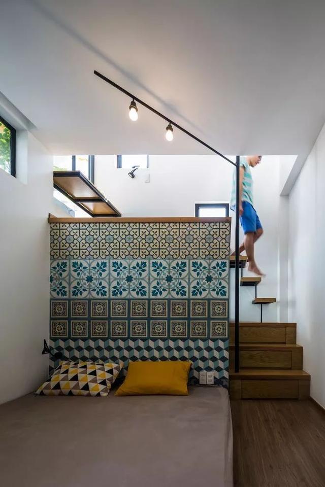 18㎡的複式小3層,一家三口居然住成了小別墅!