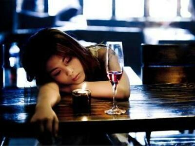 借酒消愁享輕鬆,酒不醉人有何用?