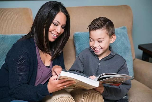 麻省理工最新研究:想要孩子更聰明,父母就多和他聊天吧