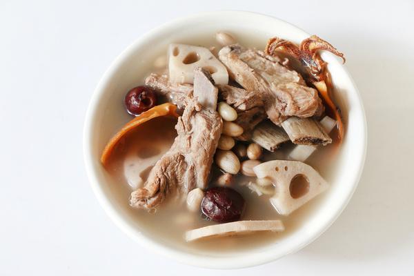 蓮藕有2種養生吃法,賽過喝參湯! 補腎養血健脾胃,湯濃鮮甜美味
