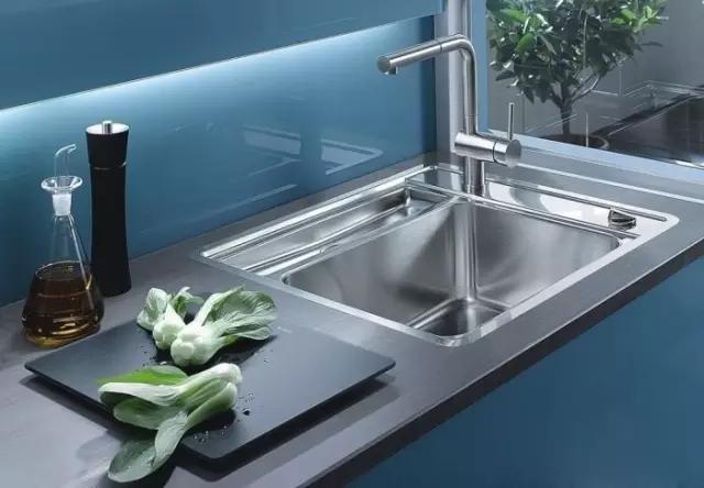 廚房水槽安裝台上盆還是台下盆? 我家廚房裝錯很後悔