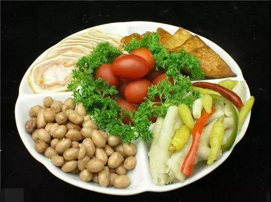 早起不要著急吃飯,空腹5粒花生米