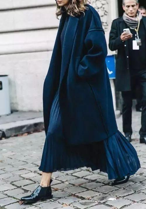 深藍色,美過一身黑
