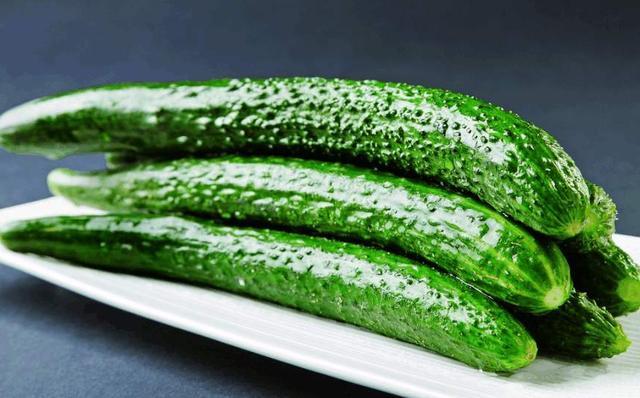 黃瓜有直的有彎的,為什麼會有區別,買的時候該選哪一種