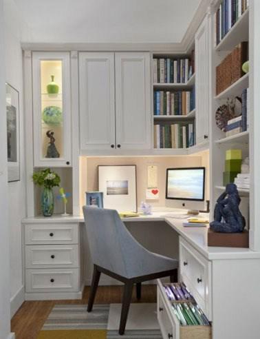 精巧書桌布置 為居室添書香