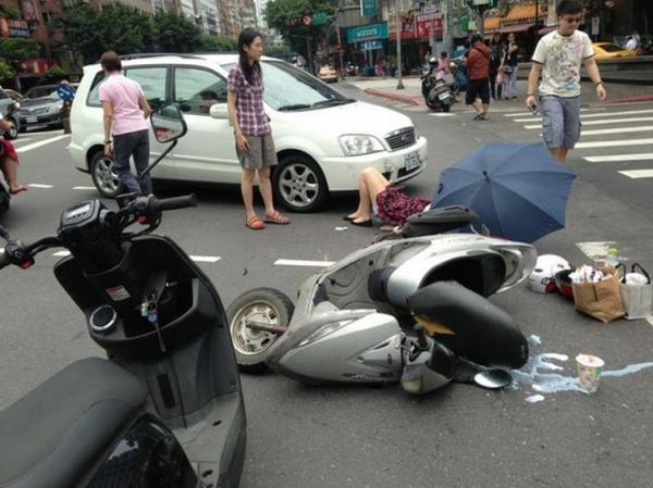 發生車禍事故時千萬別慌張,記得拍下這6張照片就能解決問題!