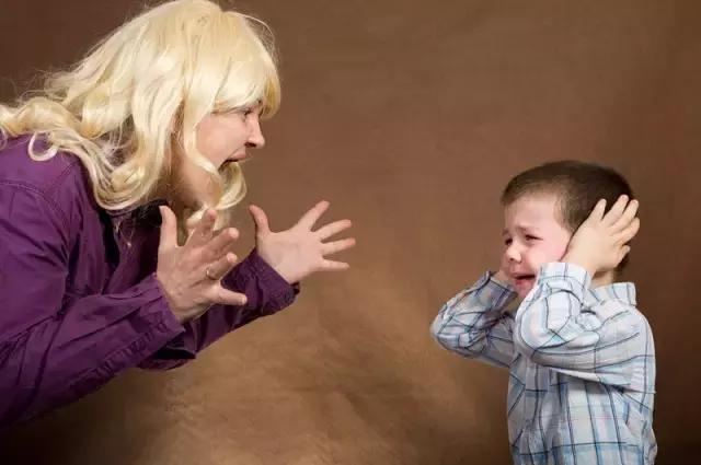 寶寶玩具被搶,你不為孩子討回,以為是謙讓,對方卻嘲笑你是傻瓜