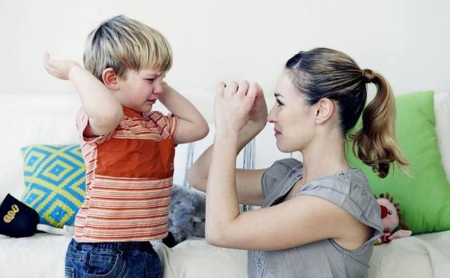 為什麼孩子從小和媽媽親,長大後卻討厭媽媽? 這4種媽媽你不要做