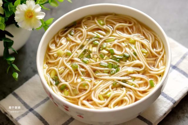 大家一定不要錯過這碗麵,做法超簡單,味道超鮮美,連湯都要喝光